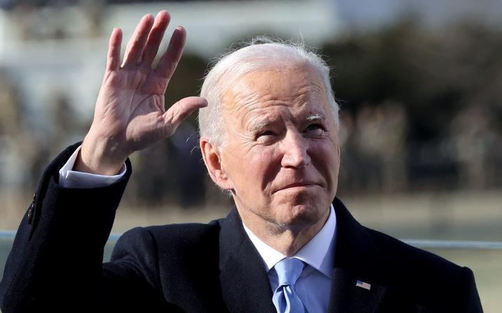 Joe Biden waves after being sworn in as the 46th US President during his inauguration on January 20, 2021, at the US Capitol in Washington, DC. (Photo by JONATHAN ERNST / POOL / AFP)